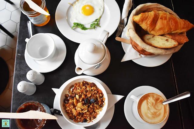 Desayuno en Charlotte en pasaje Pokoyhof, Wroclaw