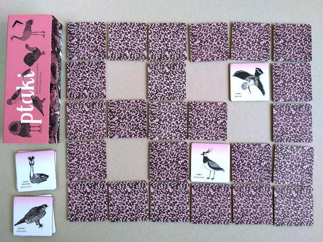 Dwie różne karty, gracz musi je odłożyć na miejsce i zakryć