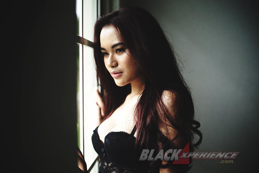 Foto Alona Safir Bodynya Sexy Banget Coy Di Black