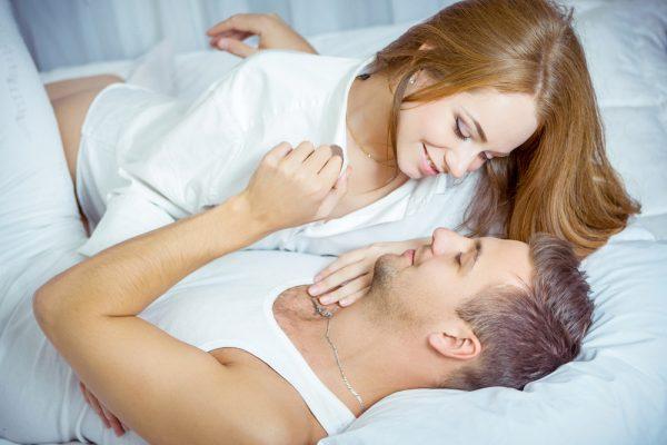 इन दिनों में महिलाएं बार-बार बनाना चाहती हैं संबंध - Is samay mahila chahti hai jyada sex karna