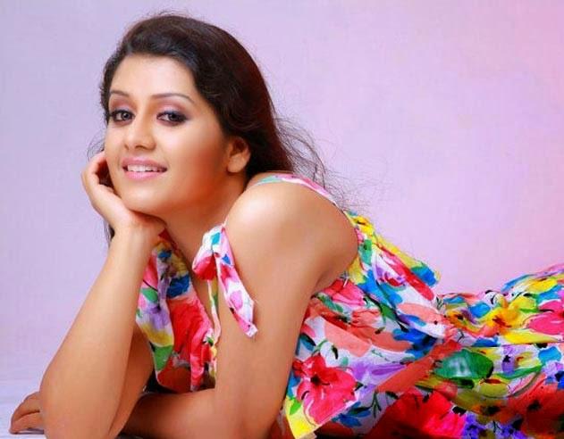 Malayalam actress sarayu hot photos