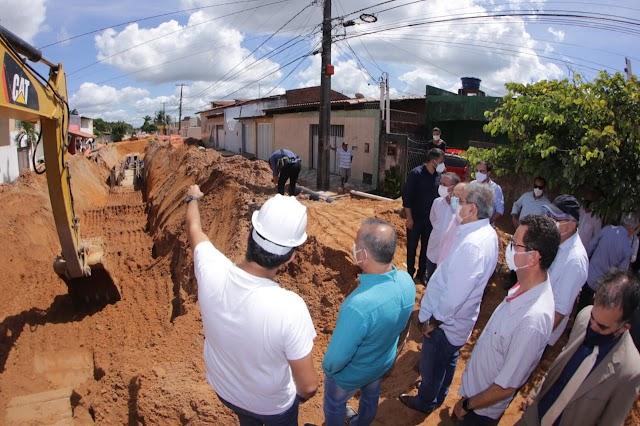 Prefeito Álvaro Dias e ministro Rogério Marinho vistoriam obras de drenagem no bairro Planalto