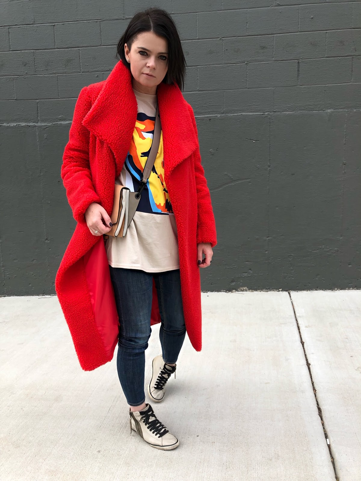How to wear a red teddy coat and an abstract graphic t-shirt