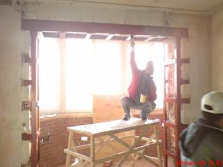 Типичный пример изготовления проема и усиления его швеллерами и балками. Алмазная резка и расширение проема на кухне, усиление проема в несущей стене, примеры работ в Санкт-Петербурге
