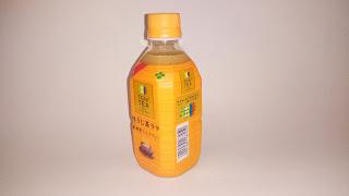Zielona herbata Hojicha w butelce z mlekiem