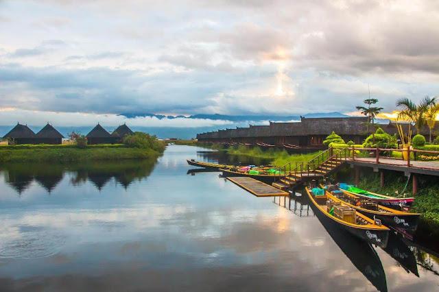 Là một trong những kỳ quan đặc sắc nhất của Myanmar, hồ Inle là trái tim văn hóa của bang Shan, một bang trải dài từ tây sang đông Myanmar với nhiều làng mạc, đồi núi và ruộng bậc thang. Hồ nằm trong một thung lũng lớn, ở độ cao 900 m so với mực nước biển, được bao bọc bởi dãy núi Shan.