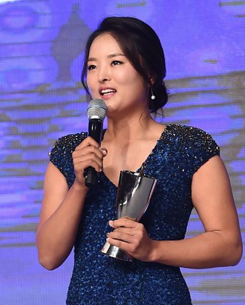 Professional golfer Jin Young Ko receives an award