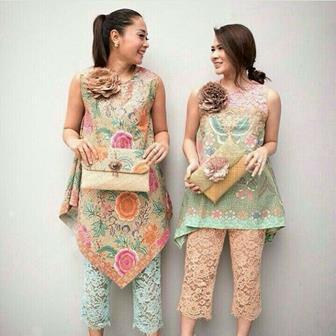 Baju Batik Kombinasi Brokat Yang Simple Dan Elegan