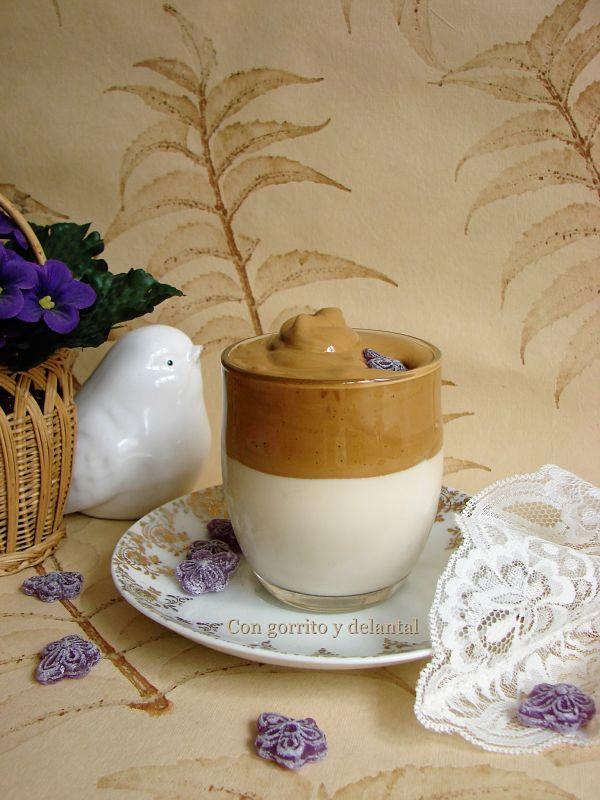 mi-version-dalgona-coffee-con-gorrito-y-delantal