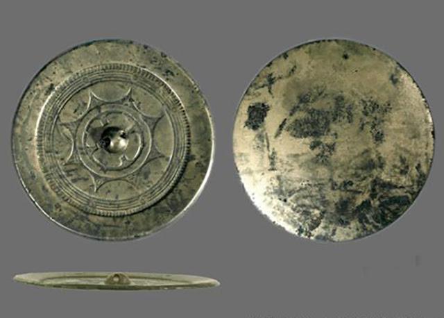 A arte de fazer espelhos mágicos remonta à Dinastia Han (206 aC - 24 dC)