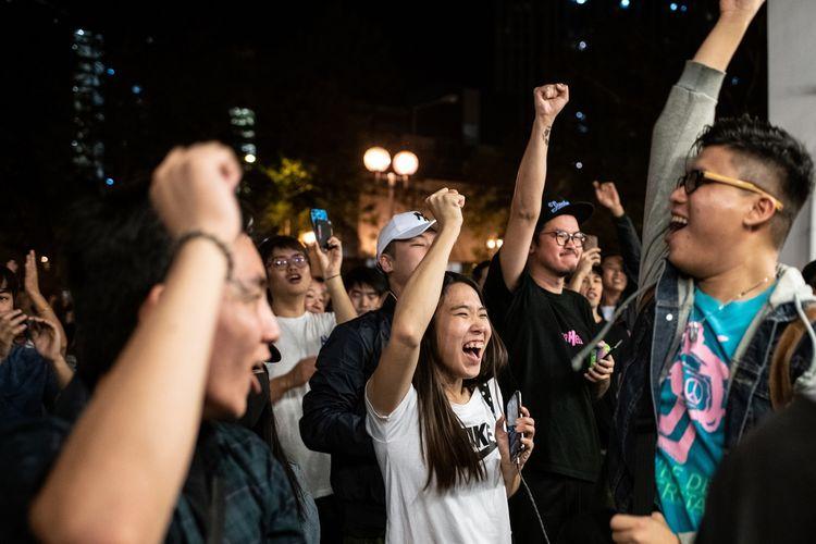Kelompok Pro Demokrasi Menang Di Pemilu Distrik Hongkong