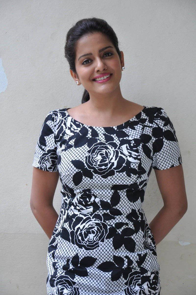 Vishakha Singh Hot Photos In Black Dress