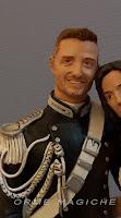 Cake topper realistico personalizzato ritratto sposi in miniatura sposo carabiniere orme magiche
