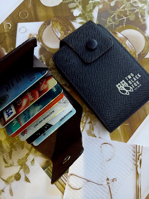 PTT OUTDOOR , TBF LEATHER WALLET WITH CARD HOLDER , CARD HOLDER DARI PTT OUTDOOR , CARD HOLDER WALLET , CARD HOLDER MATERIAL PALING BAGUS DARI PTT OUTDOOR , APA ITU PTT OUTDOOR , KEGUNAAN CARD HOLDER , KEBAIKKAN MENGGUNAKAN CARD HOLDER , REVIEW