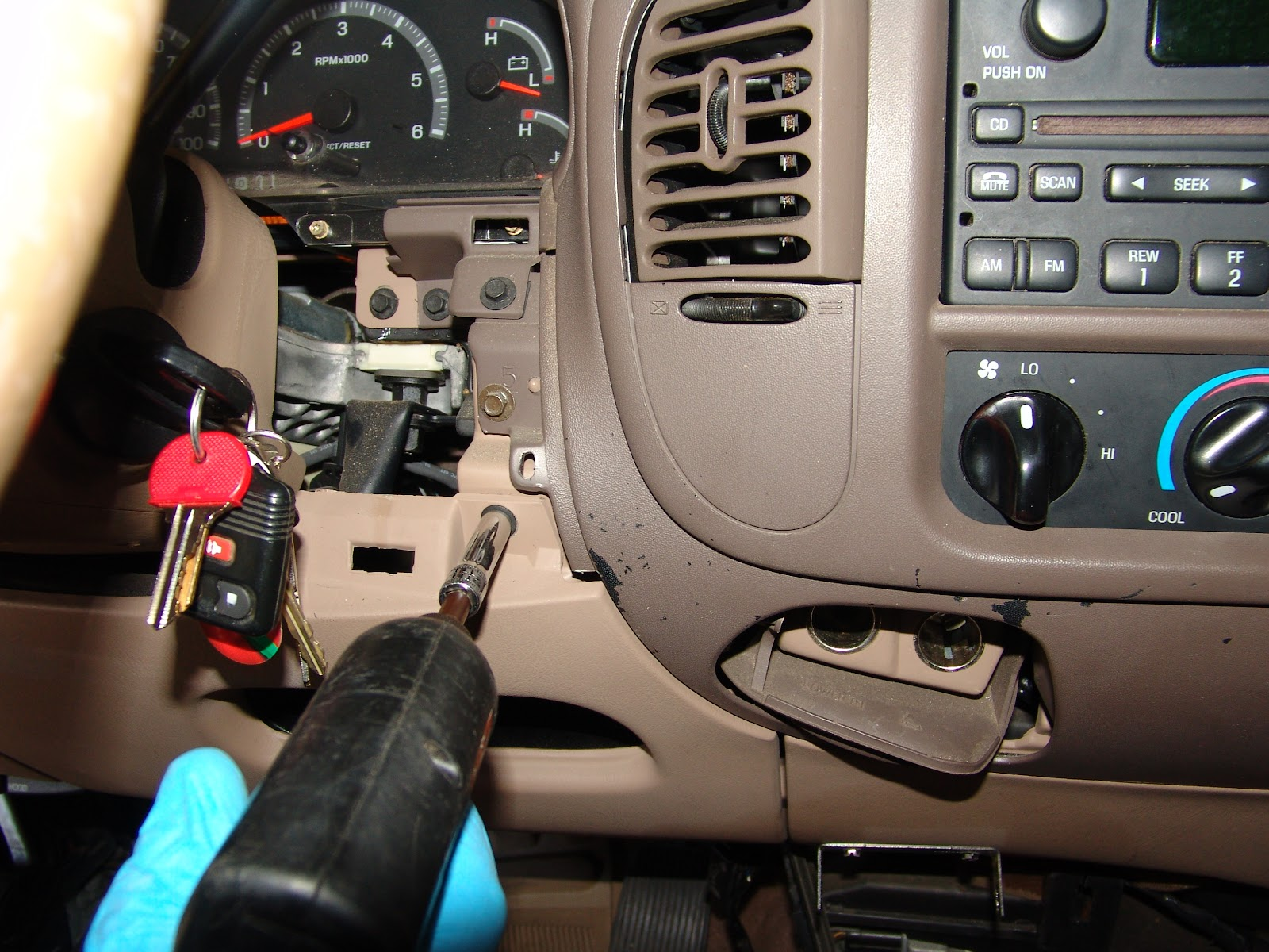 Relay Location 1999 Taurus Free Engine Image For 2000 Ford Expedition Fuse Box Under Steering Wheel F 150 Pcm
