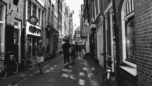 We Went To Amsterdam For Six Hours And Here's What We Did : Sidestreet in Amsterdam