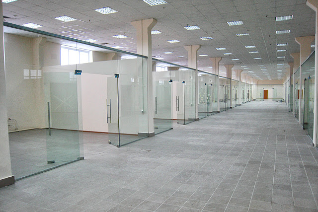 Tempered Glass Mall Partition