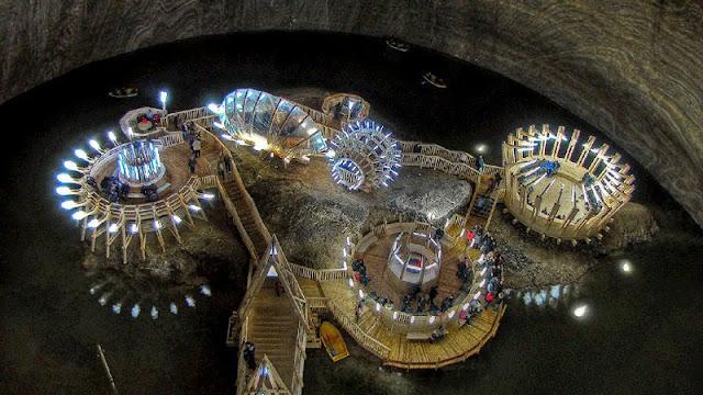 Mina de Sal do século XVII na Romênia é convertida em uma incrível atração turística