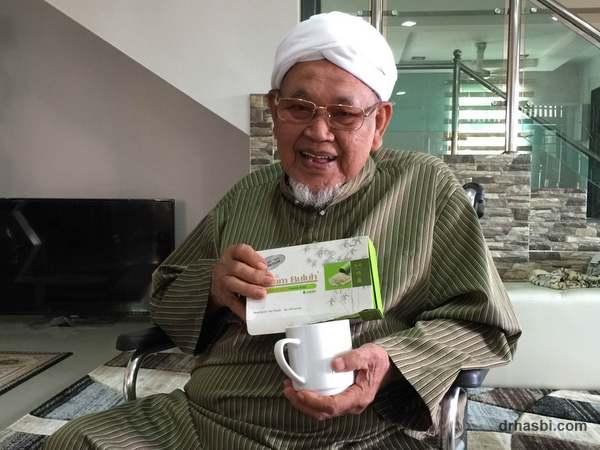 Ayah saya sudah berumur 90 tahun sedang minum garam buluh