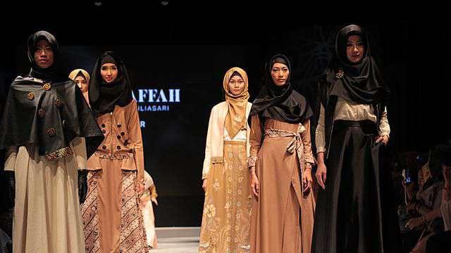 Busana Gamis kain Batik muslimah