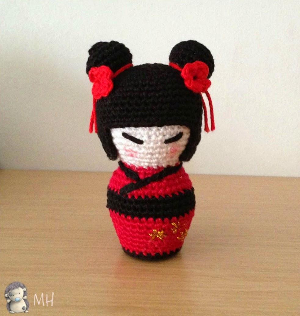Kokeshi amigurumi roja y negra