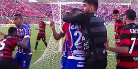 Βίντεο: Απίστευτο ξύλο μεταξύ παικτών στη Βραζιλία!