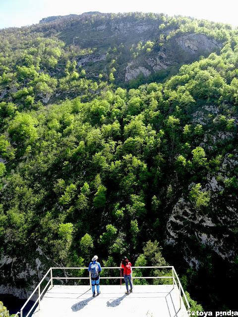 Mirador en la Presa de la Jocica en Picos de Europa
