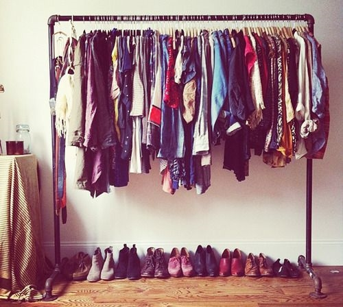 Araras de roupas para quartos.