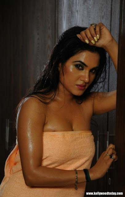 #KavyaSingh #Hot #Cleavage In See #ThroughSaree
