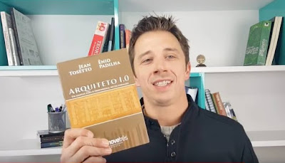 """O editor do site """"Arquiteto Expert"""" apresenta o livro """"Arquiteto 1.0 - Um manual para o profissional recém-formado""""."""