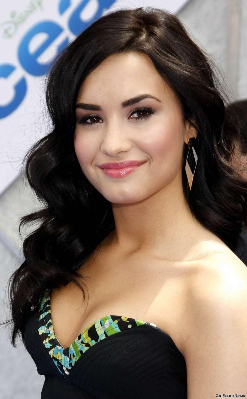 Demi Lovato Sexiest Instagram Pictures: CUITY BEAUTY: DEMI LOVATO