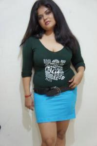 neha nair in half Sari