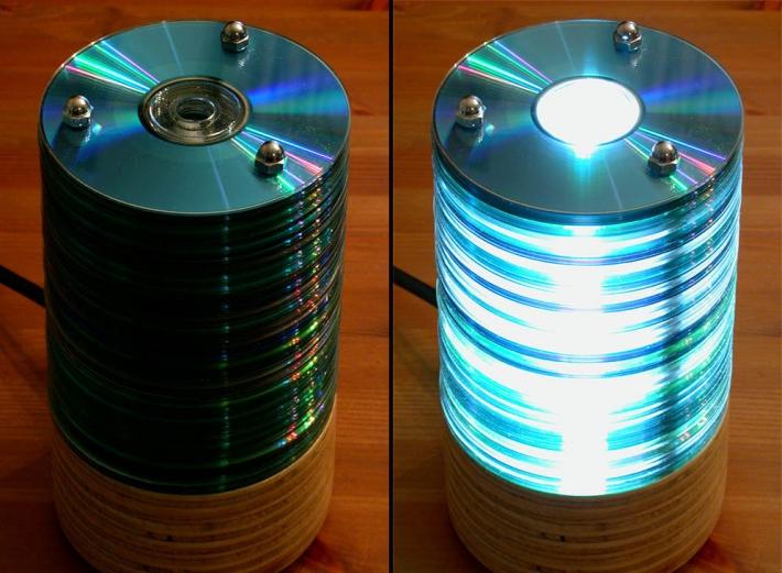 Fatto in casa bellissima lampada fatta con vecchi cd for Fai da te casa riciclo