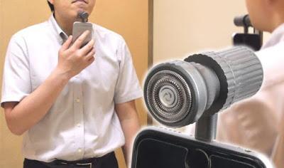 في اليابان، حلاقة الذقن عبر هاتف أيفون