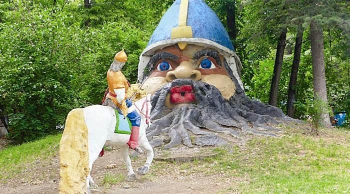 Поляна сказок в симферопольском Детском парке