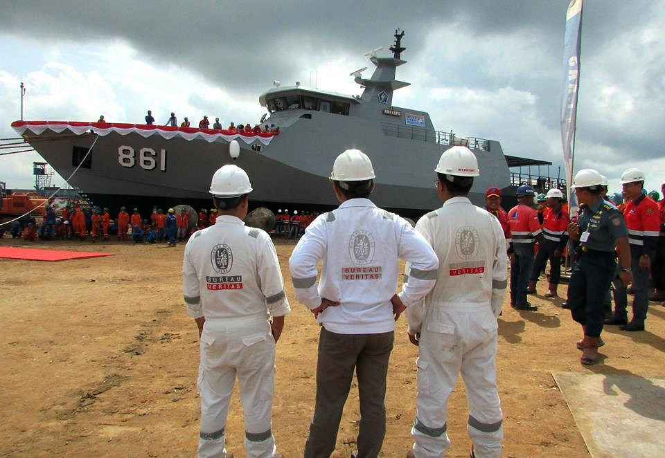Launching kapal KRI Torani-860 dan KRI Lepu-861