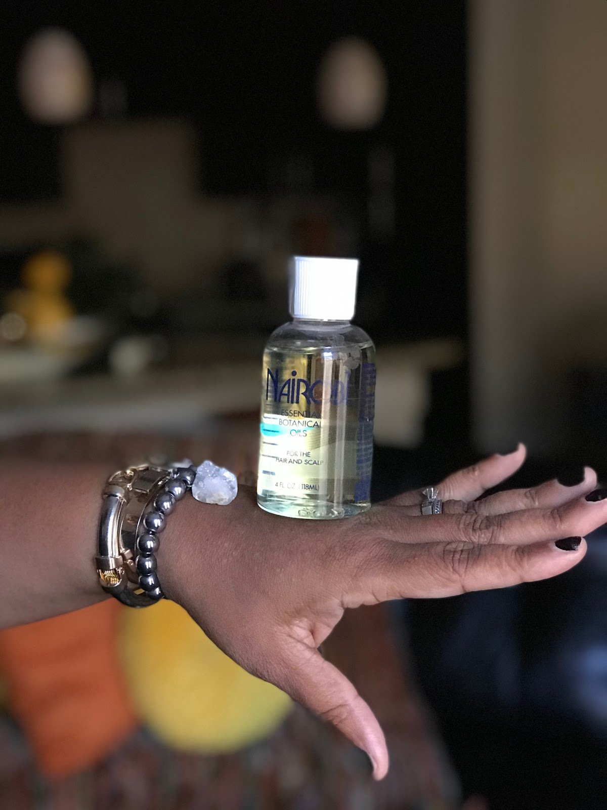 Woman sharing Nairobi hair oil as a way to help keep hair moisturized doing the summer. #lookinggood