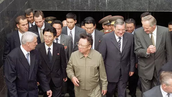 Chairman Kim Jong Il visiting Novosibirsk, August 11, 2001
