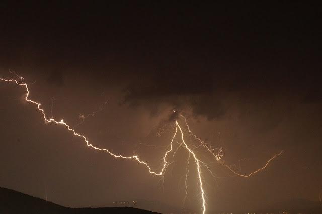 Ηγουμενίτσα: Η νύχτα έγινε μέρα, με τις αστραπές και τους κεραυνούς (9 ΦΩΤΟ)