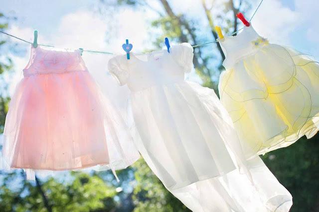 Cara Menghilangkan Noda Luntur pada Baju Putih dan Berwarna