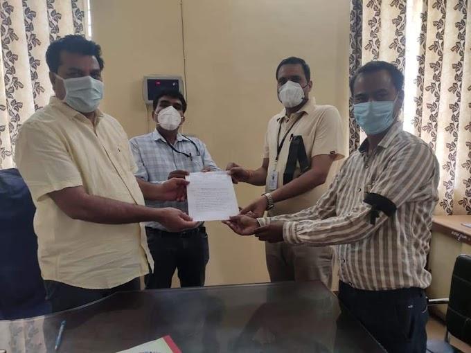 Swmnews : सवाई माधोपुर प्राथमिक स्वास्थ्य केंद्रों पर कार्यरत संविदा कर्मियों ने अपनी ड्यूटी को परमानेंट करने की मांग उठाई।