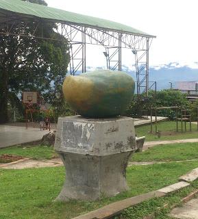 monumento al mango en el triunfo mesitas cundinamarca