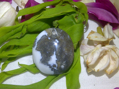 mustika khodam macan putih, khodam siluman macan, batu yang memiliki khodam macan putih