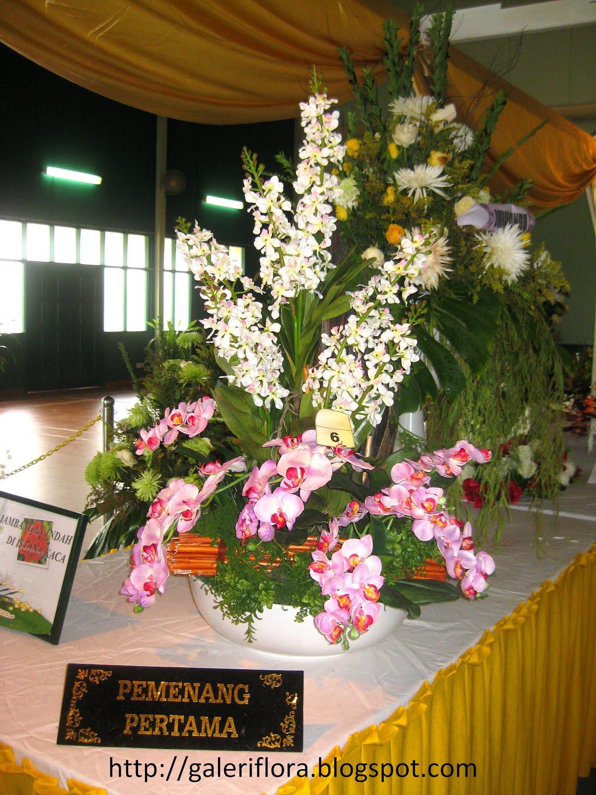 21 Konsep Populer Cara Gubah Bunga Hiasan Dinding