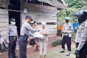 Bakti Byangkara, Polsek Rural Kalumpang Wilayah Sulbar Salurkan Sembako pada Warga