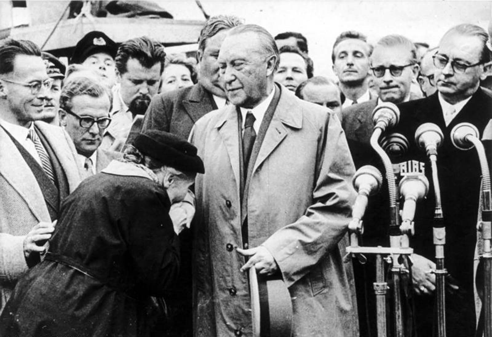 Adenauer returned to Cologne after he negotiated the release of the last 10,000 war prisoners, 1955.