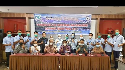 Hendra Pebrizal Tutup Pelatihan Pembekalan Manajemen Perusahaan Air Minum Berbasis Kompetensi Tingkat Muda Angkatan II