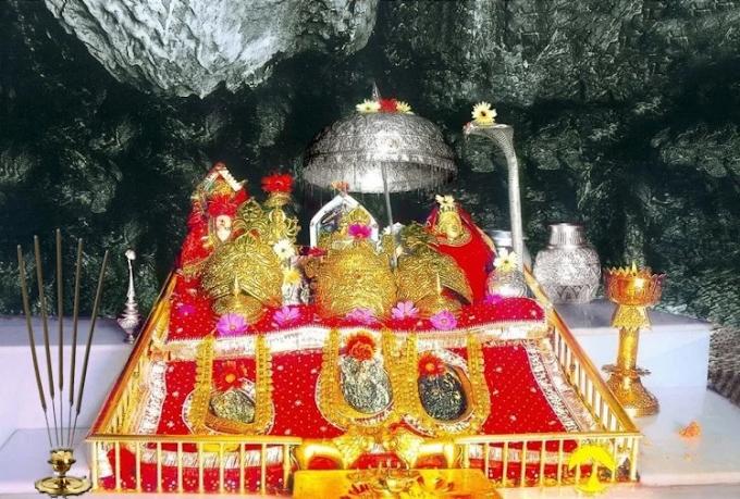 माता वैष्णों देवी में 1 जनवरी को दर्शन के ऑनलाइन टिकट खत्म, तिरुपति व शिरडी में भी टिकट खत्म