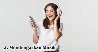 Mendengarkan Musik merupakan salah satu tips untuk atasi rasa bosan saat berpuasa