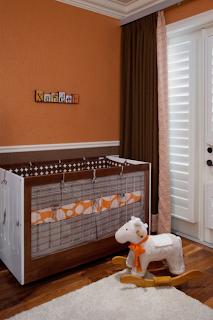 Cuarto de bebé en marrón y naranja